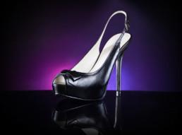 Fotografia produktowa - obuwie czarne szpilki z platformą